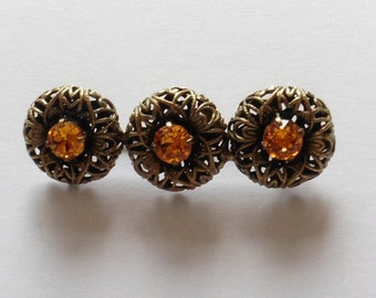 Vintage Yellow Metal Brooch Amber stones