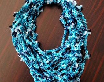 Knitted necklace with beautiful turkish yarn. Available in Blue and Beige!