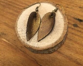 Single drop leaf leather earrings