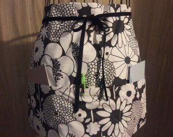 Unisex Adult Half Apron With Pockets, Black and White