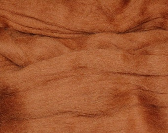 Medium Brown merino wool roving/tops - 50g. Great for wet felting / needle felting, and hand spinning projects.