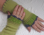 Fingerless Cashmere Gloves GREEN and PURPLE  /made from recycled cashmere Sweaters 265