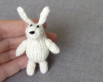 Magnet - Playful Bunny - Knitted and Crocheted