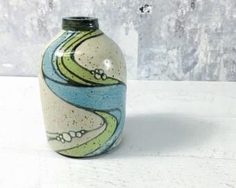 Bottle Vase with River Pattern