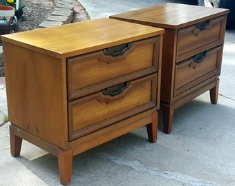 Vintage Pair of Mid Century Modern Style End Tables or Nightstands