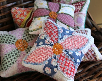 Pin Cushions - Quilt Pincushion - Brooch Cushion - Sewing Fun - Vintage Quilt Crafting - Patchwork Mini Pillow