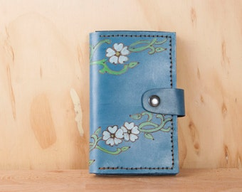 Coin Pocket Wallet - Small Womens Leather Wallet in the Willow Pattern - Flowers and vines in blue, white and green