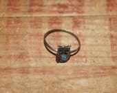 Vintage metal owl ring    turquoise chip accents