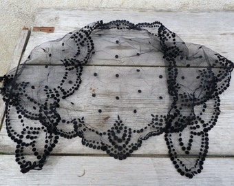 Vintage 1930/1950 mourning Mantilla veil with polka dots