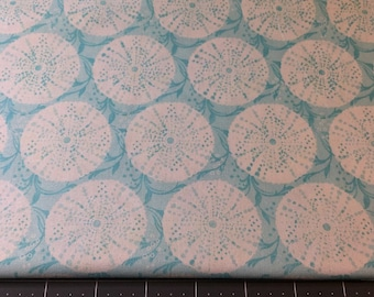 FabricFatQuarter - Sand Dollar and Sea Bubbles ivory on pale Aqua- from Timeless treasures Top Quality