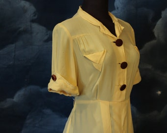Vintage 1940s Yellow Rayon Crepe Day Dress with Pockets - Size M/L