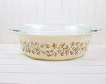 Vintage Pyrex Golden Casserole Dish Promotional Grapes 2.5 Qt Beige Gold w/ Glass Lid