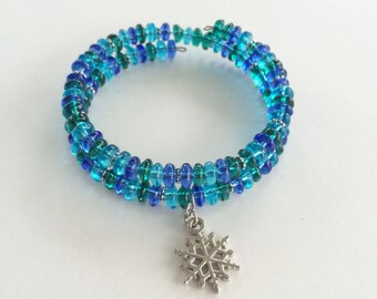 Snowflake green blue glass bead memory wire bracelet - silver accents