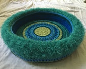 Tahira's  Hand Crocheted Cat Bed  (no. 1629)