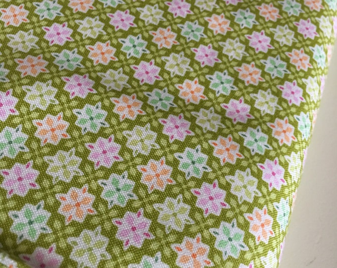 SALE fabric, 6 dollars/ yard, Discount fabric, Green fabric, Quilting fabric, Baby quilt fabric, You choose the cut. Free Shipping Available