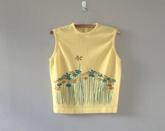 Yellow floral print tank top / 1960s tank top / 60s yellow top / blue and yellow top