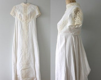 vintage. Alfred Angelo. linen 1960s shift wedding dress. empire waist short sleeved extra small sm white lace cream. train. fall bride.