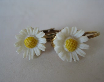 Daisy Flower Earrings Clip Off White Gold Yellow Vintage Carved