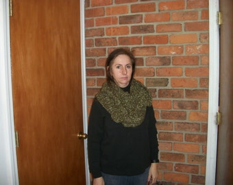 Infinity Scarf, Green and White