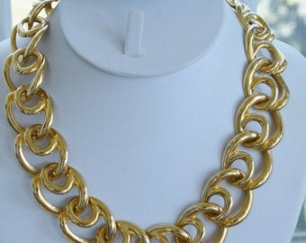 """Pretty Vintage Bold Gold tone LInk Toggle Necklace, 18"""""""