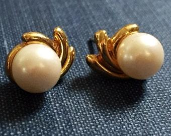 Vintage Earrings Pearl Dainty Pierced