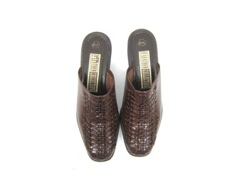 80s Brown Woven Leather Mules Modern Day Slip On Sandal 90s Boho Beach Sandals Leather Weave Slip Ons Clogs Open Heels Womens size 6.5