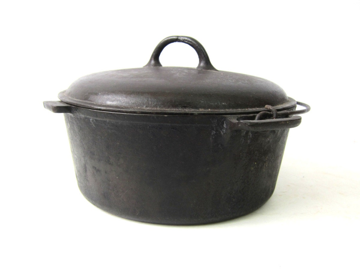 Vintage Cast Iron Dutch Oven Large Black Iron Pan With Lid