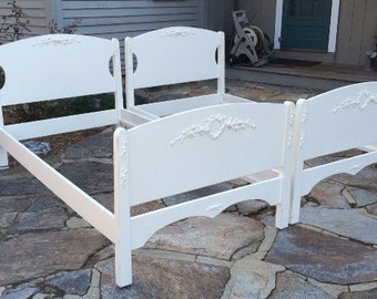 SOLD!  SOLD! Painted Twin bed set, vintage Shabby Chic with rose appliques.