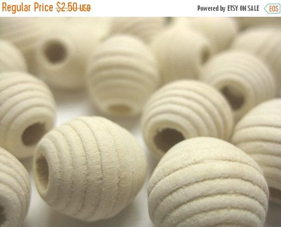 FALL SALE Creamy Beige Honey Comb Wood Beads - 15 pcs