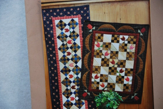 tulip fields quilt pattern joined at the hip wall quilt table runner from pasturerose on etsy studio. Black Bedroom Furniture Sets. Home Design Ideas