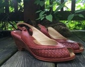20 Sale // Vintage 70s Stacked Wood Wedge Heels 7 1/2 // Peep toe woven leather slingback shoes