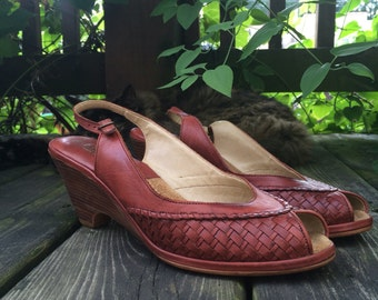 20 Sale // Vintage 70s Stacked Wood Wedge Heels 7 1/2 // Peep toe woven leather slingback shoes