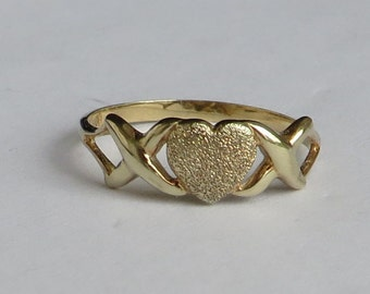 SALE price reduced, Romantic Ring, solid 10K Gold Vintage Sparkle Heart Band, size 6.75, free US first class shipping on vintage