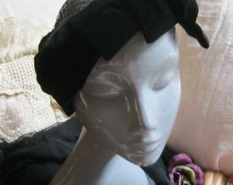 Vintage 50s black close fitting hat, Evelyn Varon black velvet hard mesh hat, retro glamour black velvet hat, high fashion haute hat