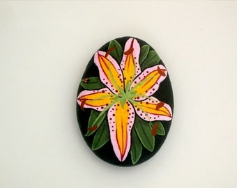 Mother's Day gift ideas-pink daylilly blossom-painted rocks-paperweight-get well-birthday-best friend gift-ooak 3D art object-spring finds-