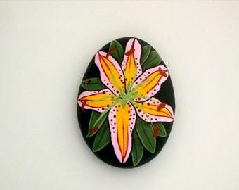 Summertime gift idea-pink daylilly blossom-painted rock-paperweight-get well-birthday-best friend gift-ooak 3D art object-gardon party decor