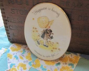 Sweet Vintage 1973 Porcelain Holly Hobbie Oval Friendship Plaque
