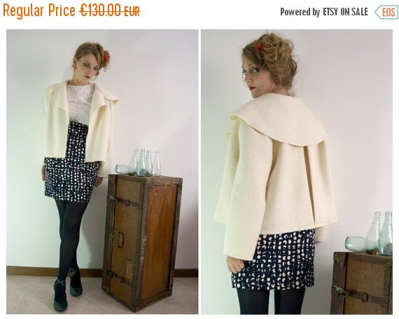ON SALE White swing cropped cape jacket in pure italian wool 50s inspired, unlined