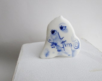 Eefje - Portrait of a girl - Hand painted porcelain brooch in blue and white Delft - Dutch