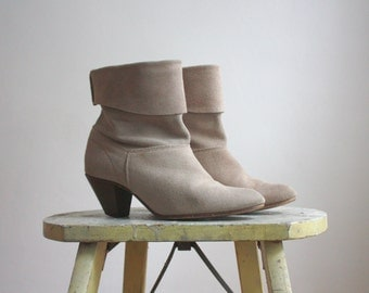 suede ankle boots / size 7