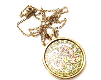 Vintage Signed Amway Gold tone Metal Triple Red Rose & Flower Bud Floral Circular Pendant Necklace