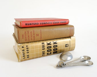 Vintage 1950s Cookbook Set / Rumford, Boston Cooking School and Gold Cook Book / How To Be Suzy Homemaker in the Kitchen 50s Style