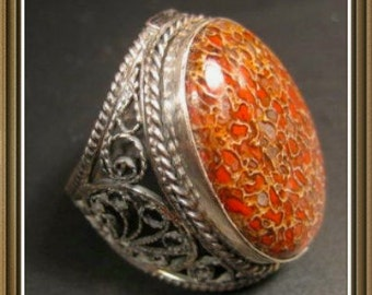 silver filigree  ring with dinozaure bone, size 7.5 - 8.