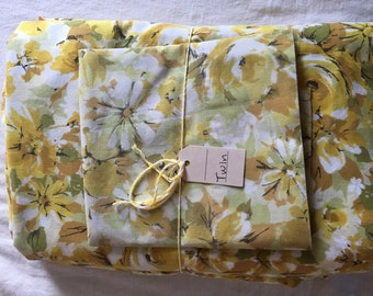 Vintage twin sheet set in warm golden florals / twin flat sheet / twin fitted sheet / vintage pillowcase