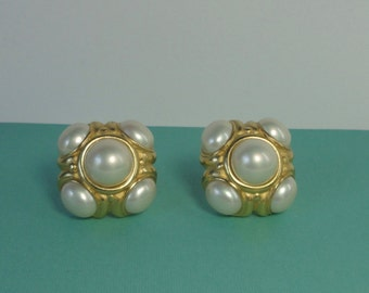 ERWIN PEARL gold tone with Oval and Round Faux Pearls Cabochon Earrings.