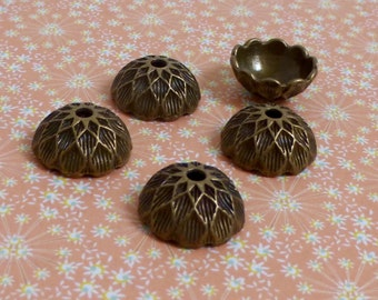 30 pcs Antique Bronze Acorn Bead Cap 15 mm