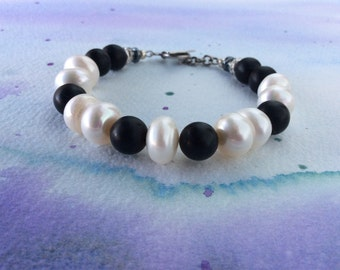 FREE SHIPPING Black and White Pearl and Onyx Sterling Silver Bracelet