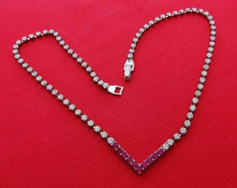 """Vintage fuschia pink and clear rhinestone 16.5"""" necklace in chevron style with great sparkly stones"""