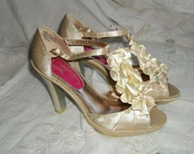 Vintage 1930s Style Champagne Satin Ruffled High Heel Platforms Size 8 M Wedding