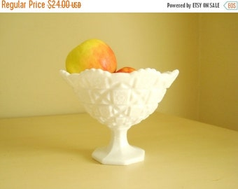 Milk glass bowl, Westmoreland Old Quilt round footed bowl no. 500, big candy dish, vintage milk glass, fruit bowl, traditional wedding decor